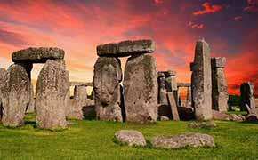 The standing stones of stonehendge.