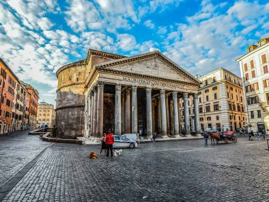 Guided tour of the pantheon on our walking tour of Rome.