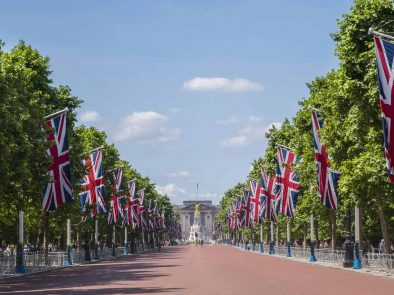 A walking tour of london including buckingham palace and changing of the guard.